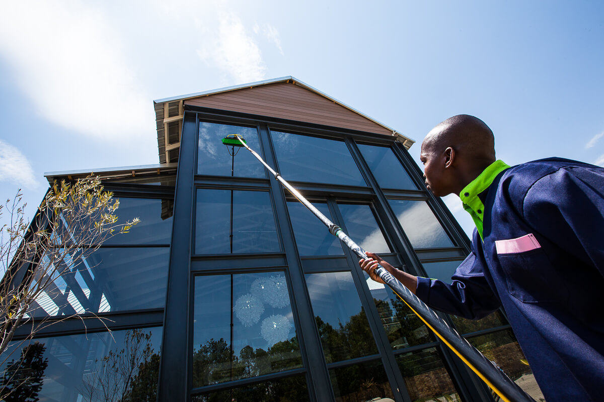 5 Benefits Of Hiring A Professional Window Cleaning Company